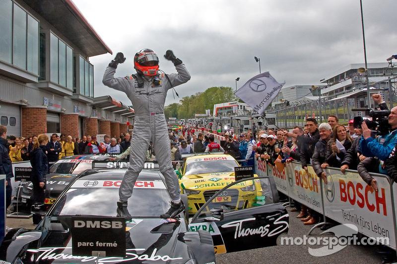 Race winner Gary Paffett, Team HWA AMG Mercedes, AMG Mercedes C-Coupe