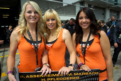 Team AutoArena grid girls
