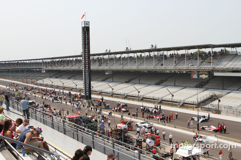 Firestone Indy Lights cars are gridded for the Firestone Freedom 100