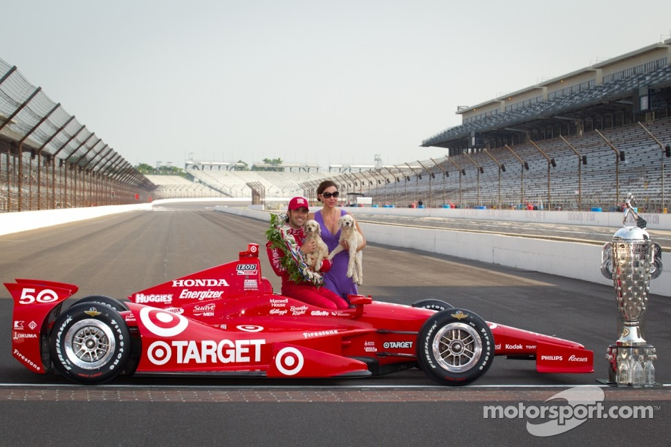 Winners photoshoot: Dario Franchitti, Target Chip Ganassi Racing Honda and Ashley Judd