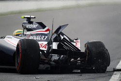 Bruno Senna, Williams crashes into the Champions' Wall in the second practice session