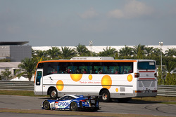 #32 Nakajima Racing Honda HSV-010 GT: Ryo Michigami, Yuki Nakayama with the Circuit Safari bus