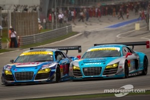 GT300 start: #21 Hitotsuyama Racing Audi R8 LMS: Cyndie Allemann, Akihiro Tsuzuki battle with #30 APR Audi R8 LMS Ultra: Yuki Iwasaki, Yuya Sakamoto