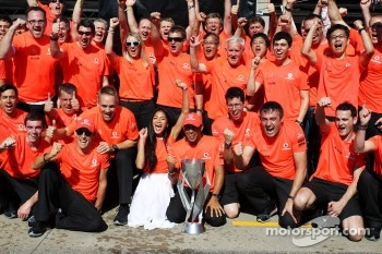 Race winner Lewis Hamilton, McLaren Mercedes celebrates with girlfriend Nicole Scherzinger, Singer and the team