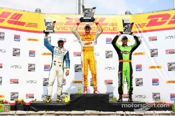 Winners circle: Ryan Hunter-Reay, Andretti Autosport Chevrolet, second place Tony Kanaan, KV Racing Technology w/SH Chevrolet, third place James Hinchcliffe, Andretti Autosport Chevrolet