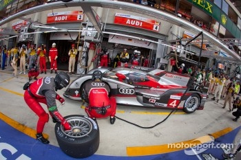 Pit stop for #4 Audi Sport North America Audi R18 Ultra: Oliver Jarvis, Marco Bonanomi, Mike Rockenfeller