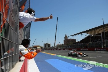 Nico Hulkenberg, Sahara Force India F1 and his team celebrate at the end of the race