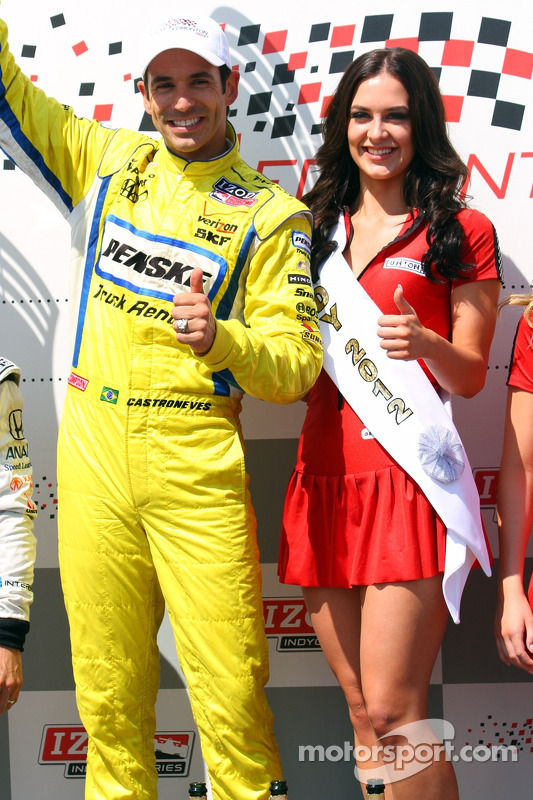Victory lane: winner Helio Castroneves, Team Penske Chevrolet and Brieanna McCutcheon, Miss Edmonton Indy 2012
