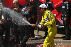 Victory lane: winner Helio Castroneves, Team Penske Chevrolet