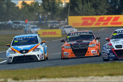 Pepe Oriola, SEAT Leon WTCC, Tuenti Racing Team and Norbert Michelisz, BMW 320 TC, Zengo Motorsport