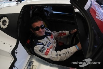 Nicolas Minassian tries the Lancia LC2 for size