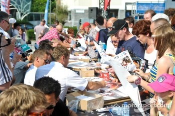 Very busy autograph session