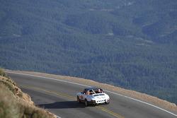 #554 Porsche 911 Targa: John Heavey