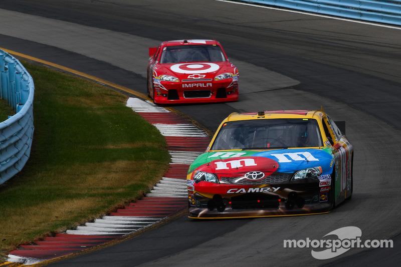 Kyle Busch, Joe Gibbs Racing Toyota - Juan Pablo Montoya, Earnhardt Ganassi Racing Chevrolet
