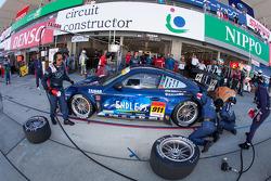 Pit stop for #911 Team Taisan Endless Porsche 997 GT3: Kyosuke Mineo, Naoki Yokomizo