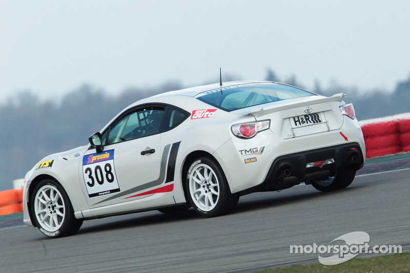 TMG unveils the GT86 V3 race car