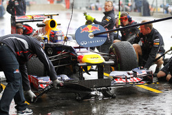 Mark Webber, Red Bull Racing practices a pit stop