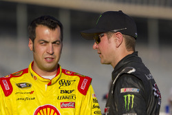 Sam Hornish Jr., Penske Racing Dodge, Kurt Busch, Phoenix Racing Chevrolet