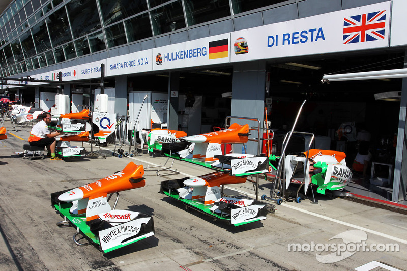 Sahara Force India F1 Teamfront wings outside the garage