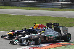 Mark Webber, Red Bull Racing and Nico Rosberg, Mercedes AMG Petronas