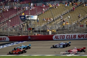 Carlos Munoz, Andretti Autosport and Esteban Guerrieri, Sam Schmidt Motorsports lead the field under yellow