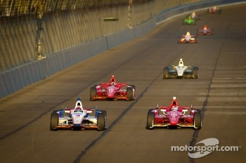 Helio Castroneves, Team Penske Chevrolet and Scott Dixon, Target Chip Ganassi Racing Honda