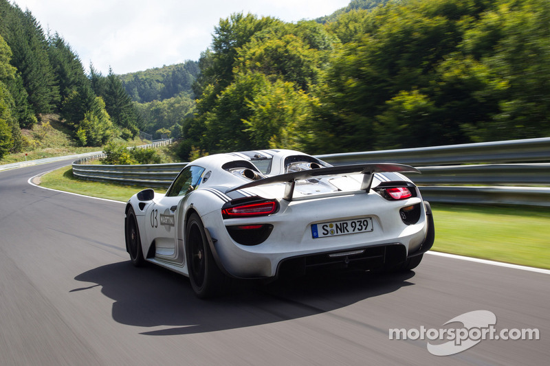 The Porsche 918 laps the Nordschleife