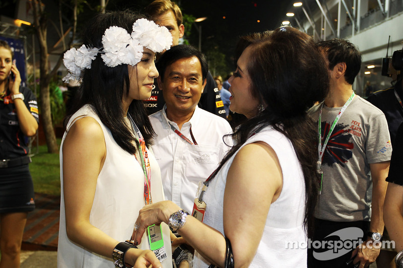 Chalerm Yoovidhya, Red Bull Racing Co-Owner with his family