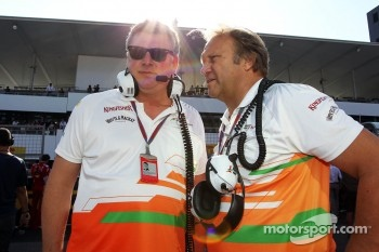 Otmar Szafnauer, Sahara Force India F1 Chief Operating Officer with Bob Fernley, Sahara Force India F1 Team Deputy Team Principal on the grid