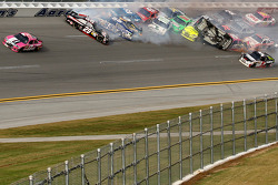 Last lap crash: Matt Kenseth, Roush Fenway Racing Ford heads to victory while Tony Stewart, Stewart-Haas Racing Chevrolet is upside down