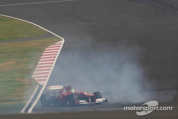 Fernando Alonso, Ferrari spins during qualifying