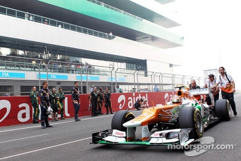Nico Hulkenberg, Sahara Force India F1 pushed to the grid