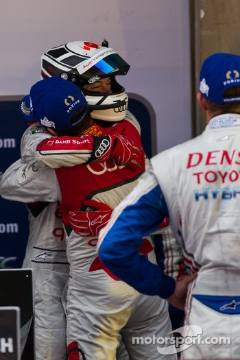 Allan McNish congratulating Andre Lotterer