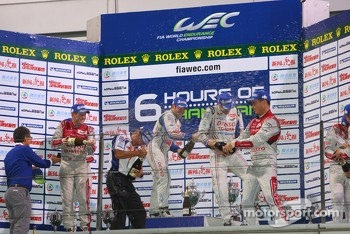 Overall podium: winners Alexander Wurz, Nicolas Lapierre, second place Tom Kristensen, Allan McNish, third place Andre Lotterer, Benoit Trluyer, Marcel Fssler