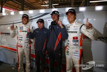 GT300 pole winners Masami Kageyama, Tomonobu Fujii