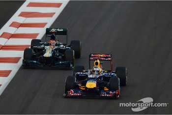 Sebastian Vettel, Red Bull Racing leads Kimi Raikkonen, Lotus F1