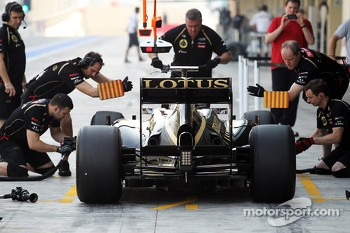 Edoardo Mortara, Lotus F1 Test Driver in the pits
