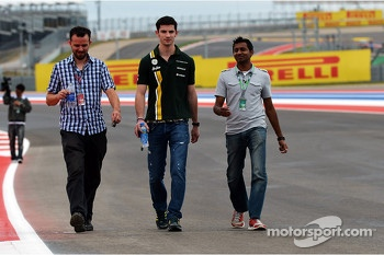 Alexander Rossi, Caterham F1 Test Driver walks the circuit