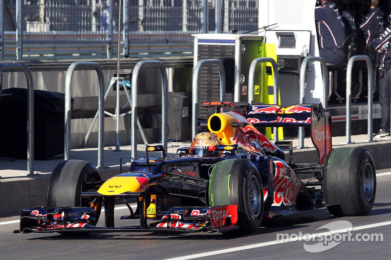 Sebastian Vettel, Red Bull Racing running flow-vis paint