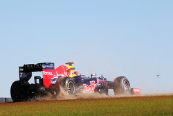 Mark Webber, Red Bull Racing recovers from a spin