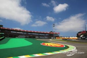 Interlagos track atmosphere, Senna S.