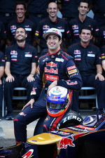 Daniel Ricciardo, Scuderia Toro Rosso STR7 at a team photograph