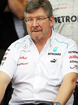 Ross Brawn, Mercedes AMG F1 Team Principal at a team photograph