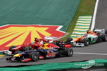 Mark Webber, Red Bull Racing, Fernando Alonso, Ferrari and Nico Hulkenberg, Sahara Force India F1 at the start of the race