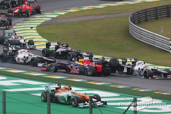 Sebastian Vettel, Red Bull Racing survives a crash with Sergio Perez, Sauber and Bruno Senna, Williams at the start of the race
