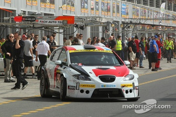 #90 Memac Ogilvy Duel Racing Seat Leon Supercopa LR: Ramzi Moutran, Nabil Moutran, Sami Moutran, James Kaye