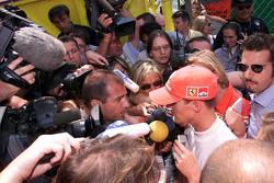 Michael Schumacher depois de abandonar