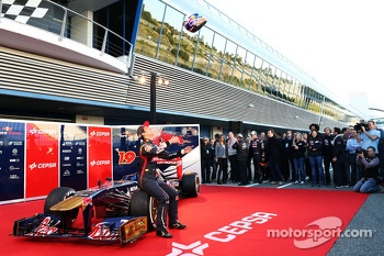 Daniel Ricciardo, Scuderia Toro Rosso STR8 throws his helmet up into the air