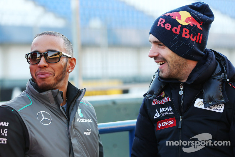 Lewis Hamilton, Mercedes AMG F1 with Jean-Eric Vergne, Scuderia Toro Rosso