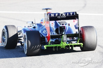 Sebastian Vettel, Red Bull Racing RB9 running flow-vis paint